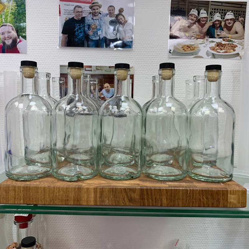 Набор бутылок Абсолют 0,5 л.с пробками.(15 шт)